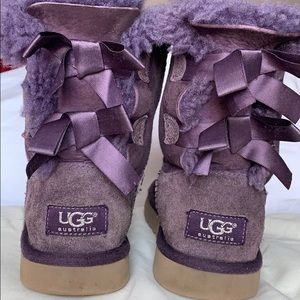 UGG (size 2) GIRLS BAILY BOWS BOOTS